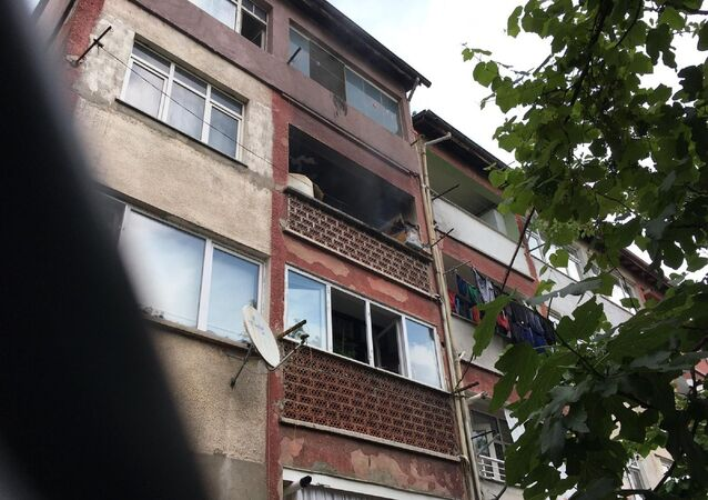 Zonguldak'ın Çaycuma ilçesinde evinin balkonunda yangın çıkardığı iddia edilen bir kişi daha sonra intihara kalkıştı.