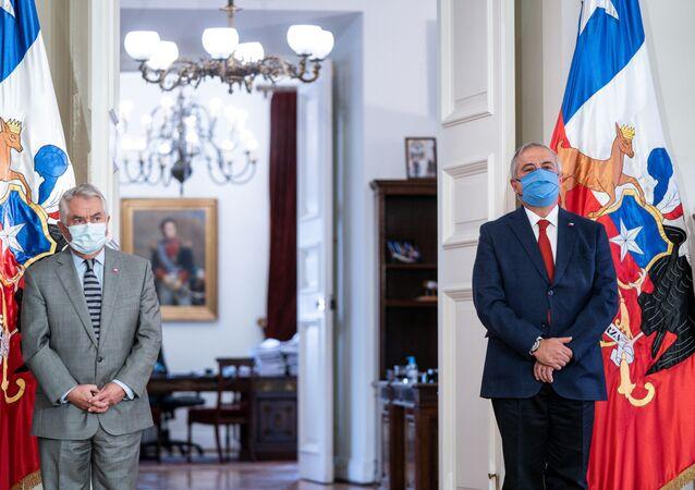 Şili'nin yeni sağlık bakanı Oscar Enrique Paris- Eski Sağlık Bakanı Jaime Manalich