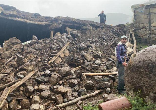 Merkez üssü Bingöl'ün Karlıova ilçesi olan deprem