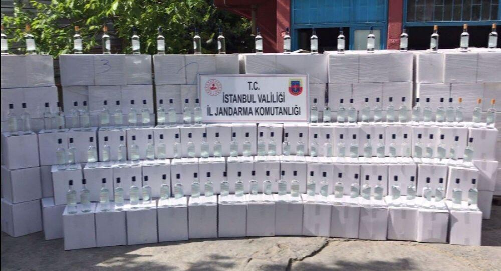 İstanbul'da bir depoya düzenlenen baskında 18 ton kaçak etil alkol ele geçirilirken, 3 şüpheli gözaltına alındı.