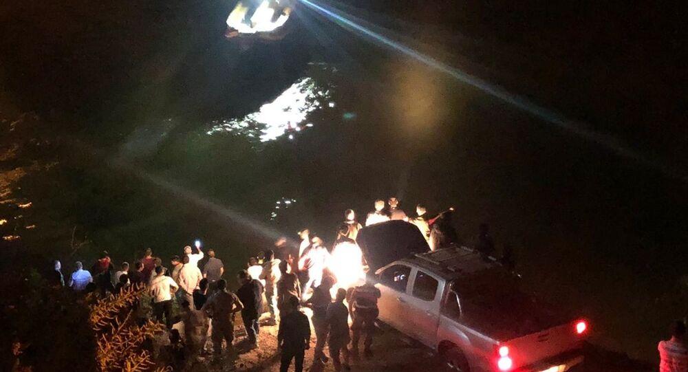 Erzincan'da bir araç nehre düştü