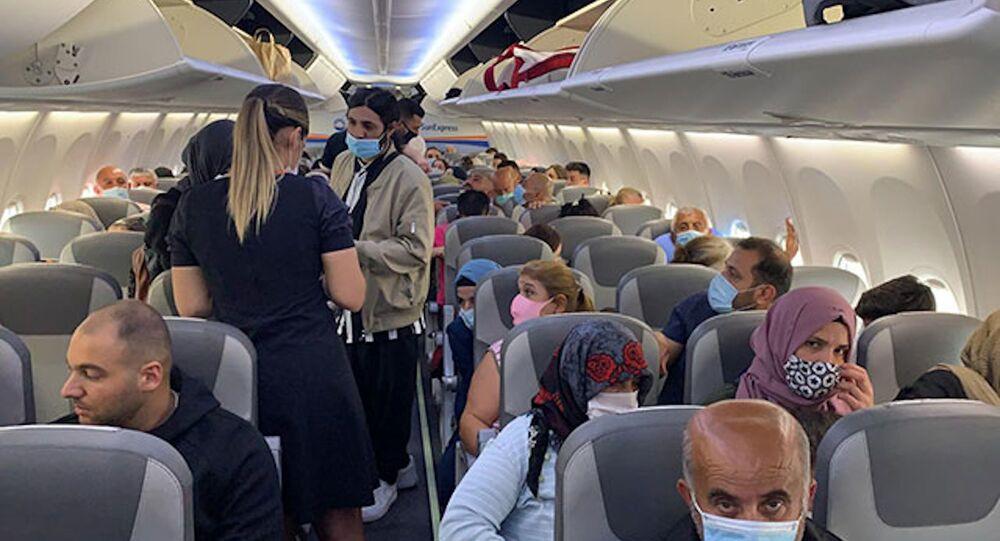 Düsseldorf-Adana seferini yapan uçakta koronavirüs paniği