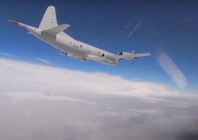 Rus savaş jetleri, Amerikan bombardıman uçaklarına eşlik etti