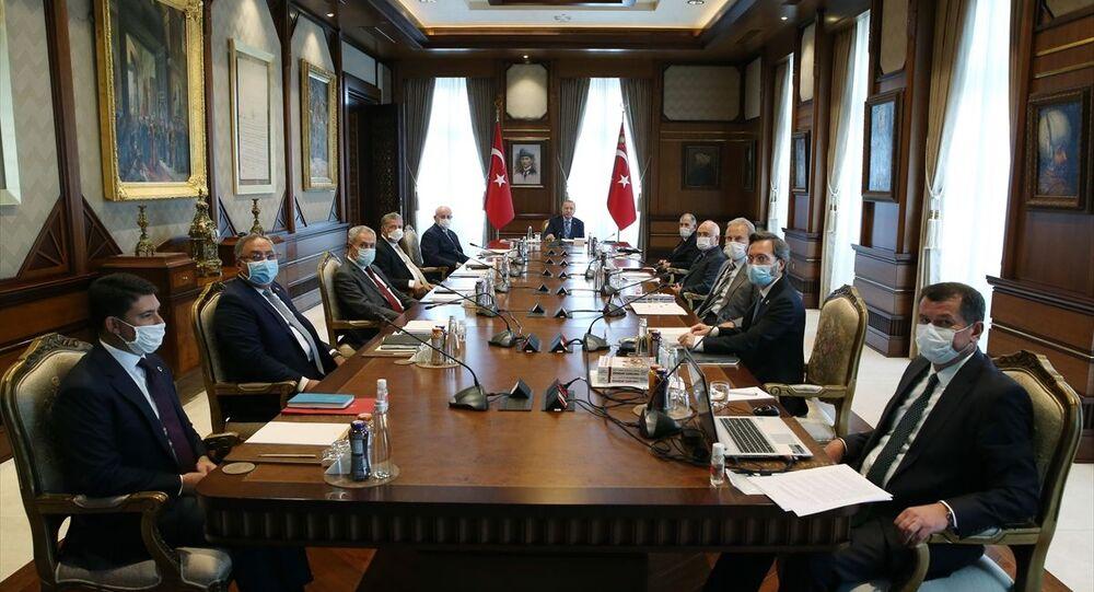 Türkiye Cumhurbaşkanı Recep Tayyip Erdoğan, Cumhurbaşkanlığı Külliyesi'nde Yüksek İstişare Kurulu Toplantısına katıldı.