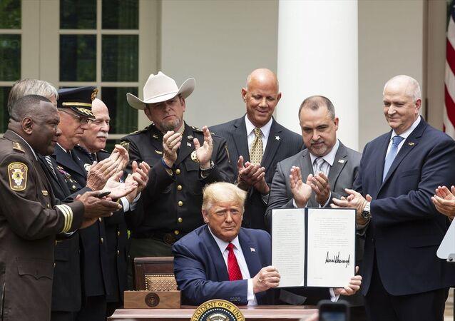ABD Başkanı Trump, polis reformu kararnamesini imzaladı