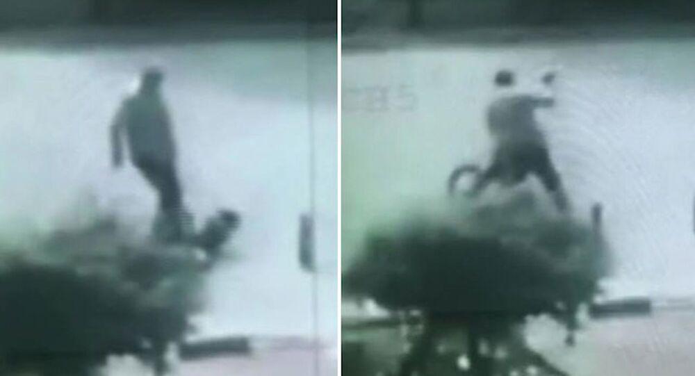 Sürücünün, 9 yaşındaki bisikletliyi tekme- tokat dövdüğü anlar kamerada