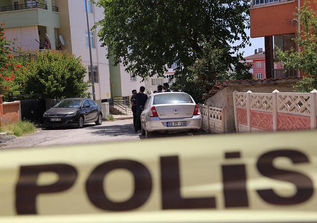Elazığ'da sınav için gelen kızını öldürdü, kendini ağır yaraladı