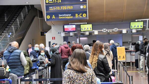 Yeni tip koronavirüs (Kovid-19) salgını nedeniyle 3 aydır durdurulan tarifeli yurt dışı seferlerinin yeniden başlamasıyla İsveç'in başkenti Stockholm'den Türkiye'ye uçuşlar gerçekleştirildi. - Sputnik Türkiye
