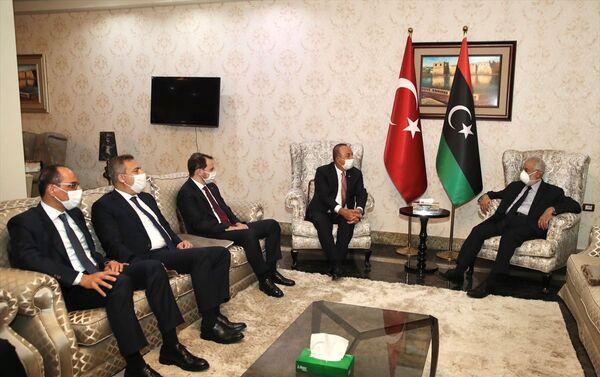 Dışişleri Bakanı Mevlüt Çavuşoğlu, Hazine ve Maliye Bakanı Berat Albayrak, Milli İstihbarat Teşkilatı (MİT) Başkanı Hakan Fidan ve Cumhurbaşkanlığı Sözcüsü İbrahim Kalın resmi temaslarda bulunmak üzere geldikleri Libya'da Libya Dışişleri Bakanı Muhammed Tahir Siyala tarafından karşılandı. - Sputnik Türkiye
