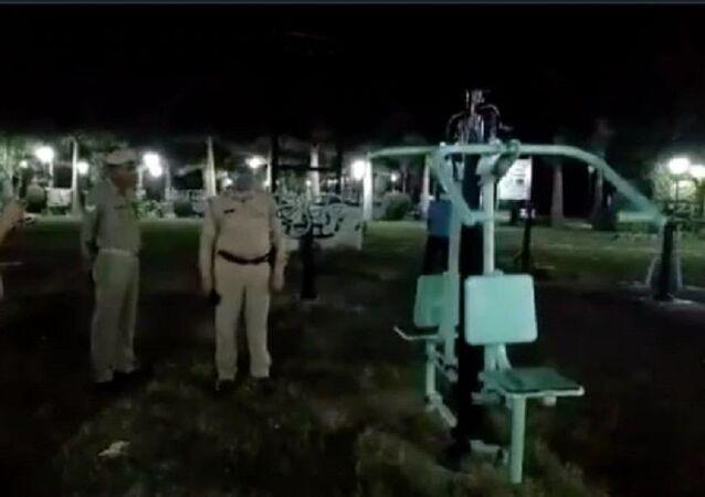 Hindistan'da kameraya yansıyan 'hayaletli spor aleti' paniğe neden oldu