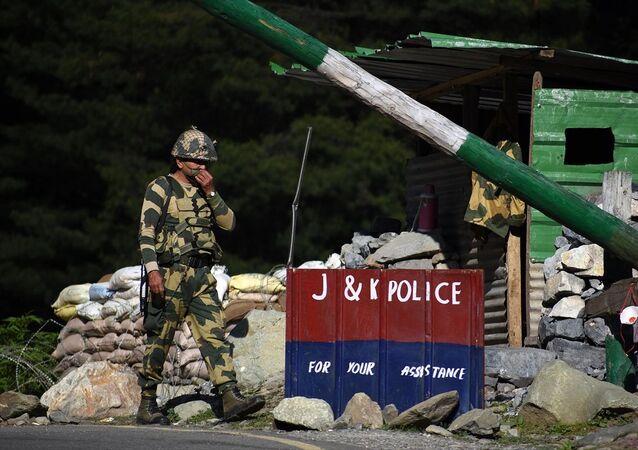 Hindistan'ın Çin sınırındaki Ladakh bölgesinde Hint güvenlik güçleri