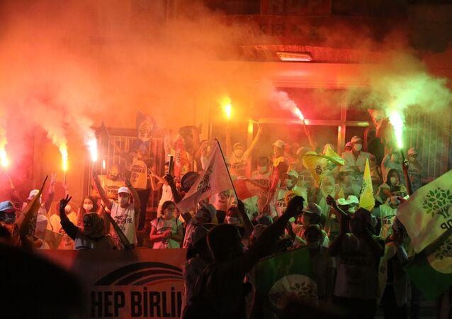 Hakkari'den Ankara'ya yürüyen HDP'liler Diyarbakır'a ulaştı: HDP Türkiye'nin yarınıdır