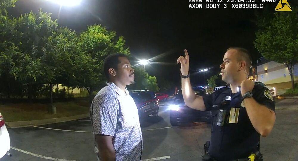 ABD'nin Atlanta kentinde, siyahiRayshardBrooks'u silahla vurarak ölümüne neden olan polis memuru Garrett Rolfe