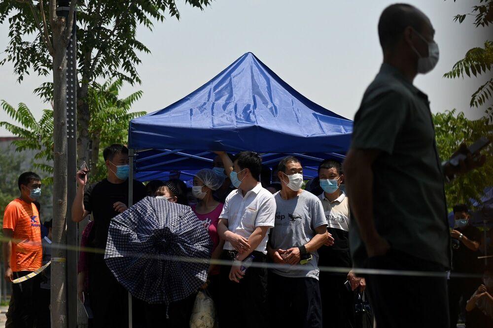 Pekin Belediyesi Kamu Güvenliği Bürosu müdür yardımcısı Pan Şuhong, test kapasitesinin yüksek olduğunu belirterek, Pekin'den ayrılmak isteyenler, nükleik asit testinin sonucu negatif çıkar çıkmaz, kentten gidebilirler ifadelerini kullandı.