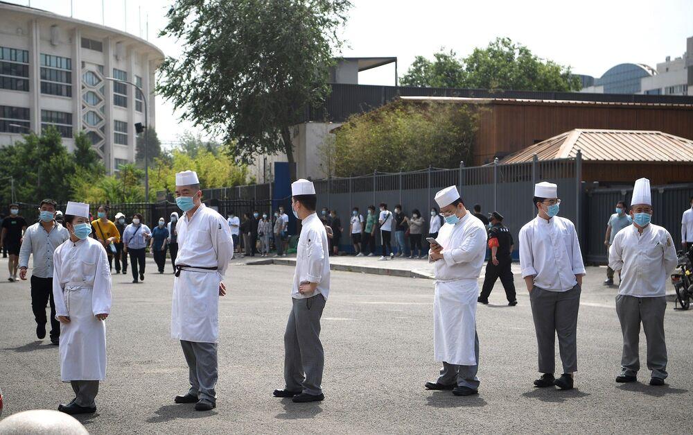 En büyük nükleik asit testi üreticisi Çin'in günde 5 milyon test yaptırabileceği belirtilmişti. Ancak gönüllü olarak test yaptırmak isteyenlerle birlikte test kapasitesi üzerinde baskı oluşabileceği ifade ediliyor.