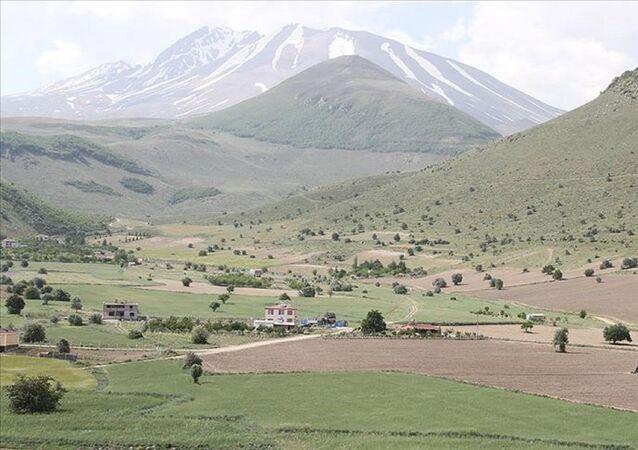 Kayseri'de Cumhurbaşkanı Recep Tayyip Erdoğan'ın talimatıyla, hazinenin atıl durumdaki 3.3 milyon metrekare arazisinden tarıma uygun olan 2.2 milyon metrekaresi tarımsal üretime kazandırıldı.