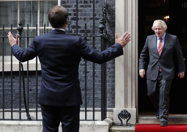 Fransa Cumhurbaşkanı Macron ve İngiltere Başbakanı Johnson