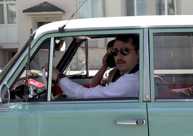 Sivas Valisi Salih Ayhan bugünkü bir programına kendisinin kullandığı 1973 model bir Murat 124 ile gitti