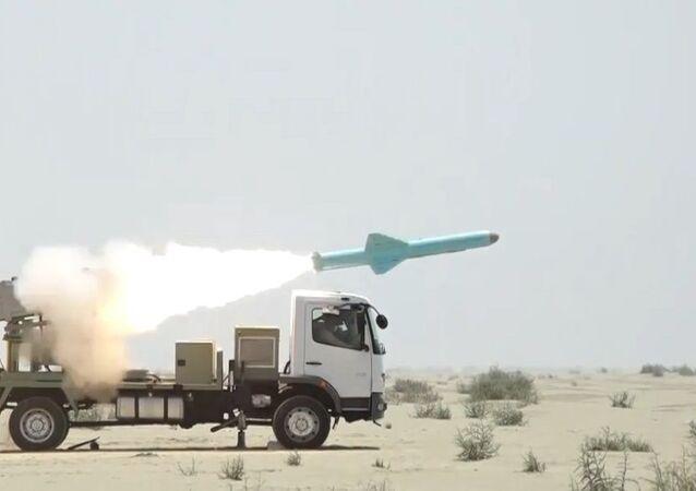 İran donanması yeni kruz füzelerini denedi