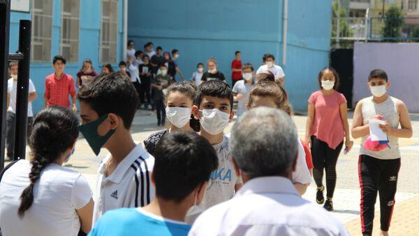 Kovid-19 vakalarının arttığı Diyarbakır'da da yapılan LGS sınavına 47 bin öğrenci 441 okulda sınava girdi. - Sputnik Türkiye