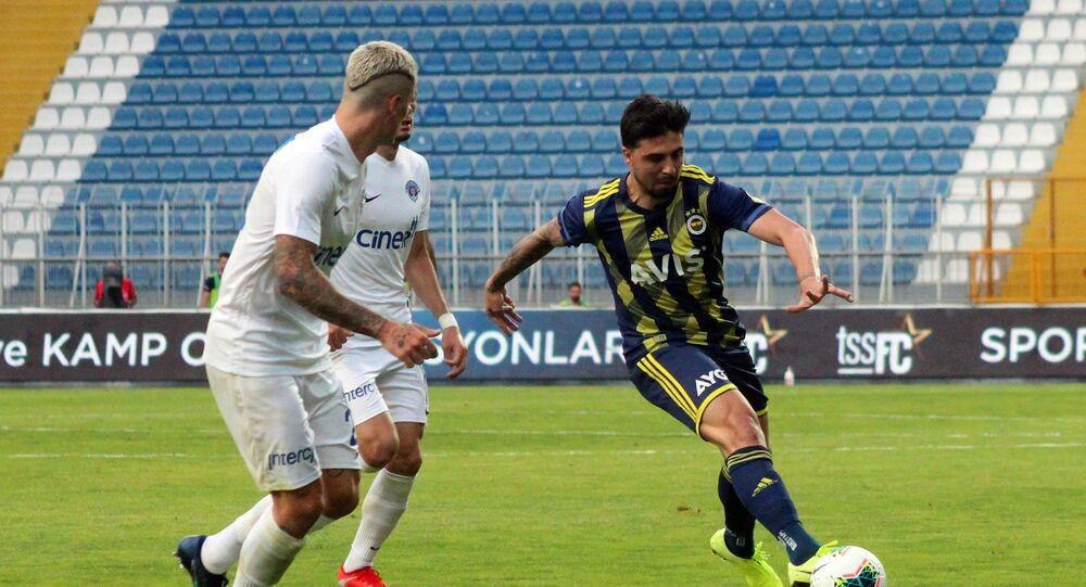 Süper Lig'in 28. haftasında Kasımpaşa, evinde Fenerbahçe'yi konuk etti. Mücadele, Kasımpaşa'nın 2-0'lık üstünlüğüyle sonuçlandı.