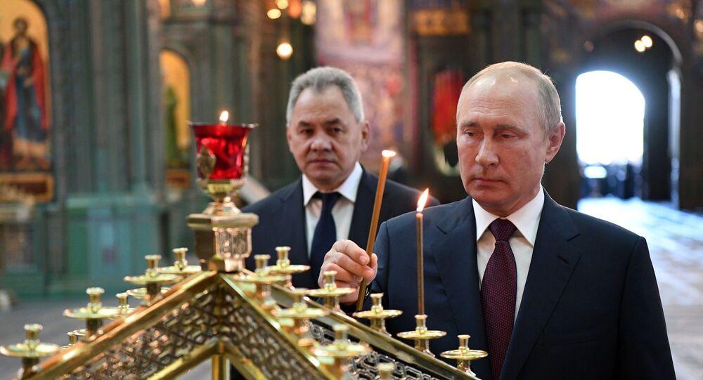 Rusya Devlet Başkanı Vladimir Putin, Savunma Bakanı Sergey Şoygu ile birlikte 22 Haziran 1941'de Nazi ordusunun SSCB'ye saldırmasıyla 27 milyon kişinin ölümüyle sonuçlanan Büyük Vatan Savaşı'nın başladığı Anı ve Keder Günü'nde Rusya ordusunun Moskova bölgesindeki ana katedralini ziyaret etti.