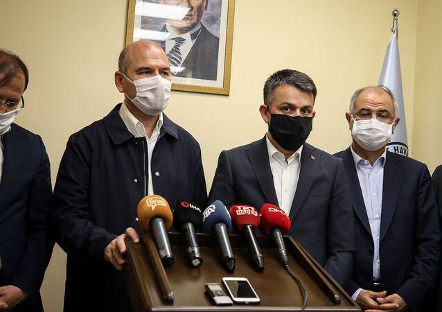 İçişleri Bakanı Süleyman Soylu ile Tarım ve Orman Bakanı Bekir Pakdemirli, Bursa'da selden etkilenen bölgelerle ilgili basın toplantısı düzenledi.