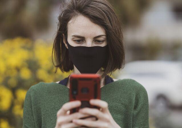 cep telefonu - maske - kadın