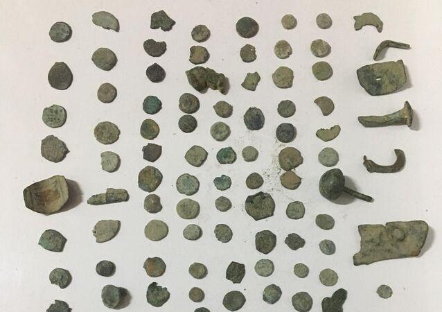 Didim'de 130 adet tarihi sikke ele geçirildi