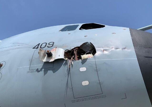 İspanya'ya ait askeri kargo uçağı kuş çarpması sonucu acil iniş yaptı