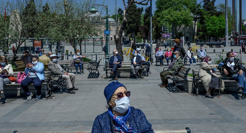 İstanbul - yaşlı - Boğaz - maske - Beşiktaş - koronavirüs