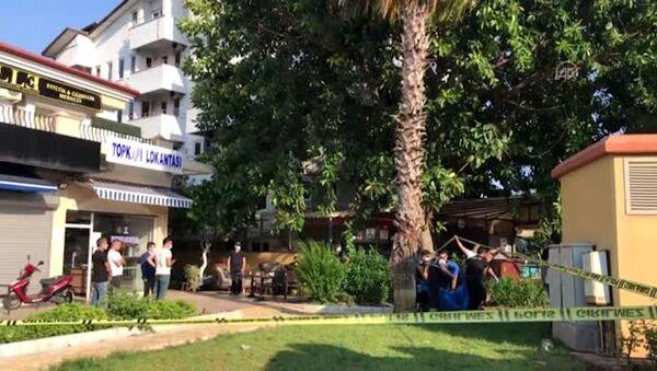 Muğla'da restoranda yemek yerken üzerine güneş enerjisinin su tankı düşen genç öldü - Sputnik Türkiye