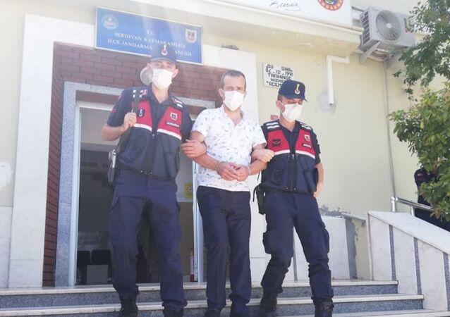Kendini savcı olarak tanıttığı çiftin 270 bin lirasını alan şüpheli yakalandı