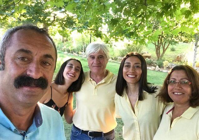 Maçoğlu'nun eşi ve kızının da Kovid-19 testlerinin pozitif çıktığı ve durumlarının iyi olduğu belirtildi.
