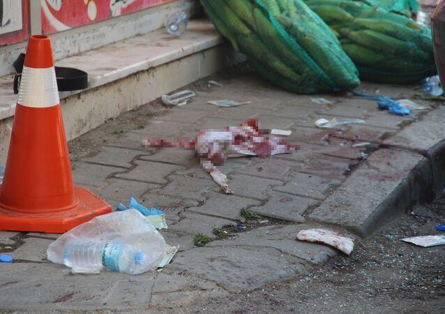 İzmir'in Bornova ilçesinde kavga sonucu silahlı çatışma çıktı. Olayda 5 kişi yaralanırken, yaralıların hastaneye kaldırıldığı öğrenildi.