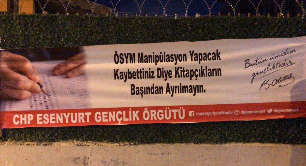 Astıkları YKS pankartları nedeniyle gözaltına alınan CHP'li gençler serbest bırakıldı