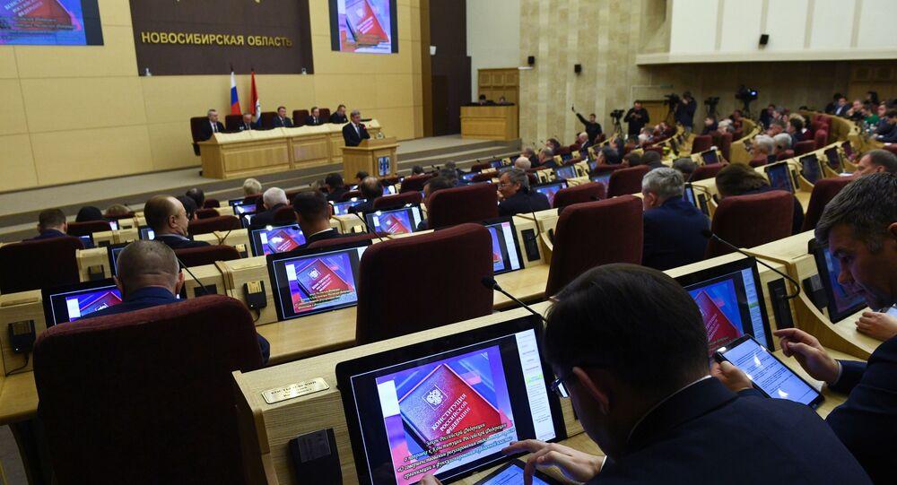 Novosibirsk Bölgesi Yasama Meclisinde Anayasa değişikliklerine oy verme