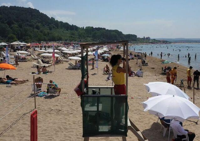 İBB plajlarında ilk kez kadın cankurtaranlar görev aldı