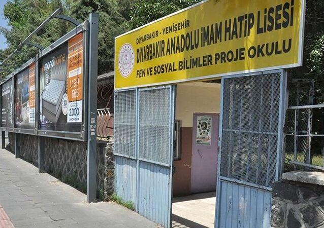 Diyarbakır'da YKS'den çıkan aday koronavirüs şüphesiyle hastaneye götürüldü