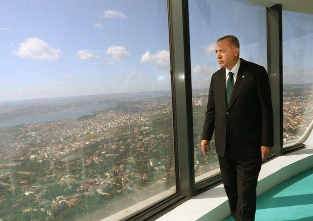 Cumhurbaşkanı Recep Tayyip Erdoğan, yapımı süren Çamlıca Kulesi'nde incelemelerde bulundu. Cumhurbaşkanı Erdoğan, yetkililerden çalışmalar hakkında bilgi aldı.