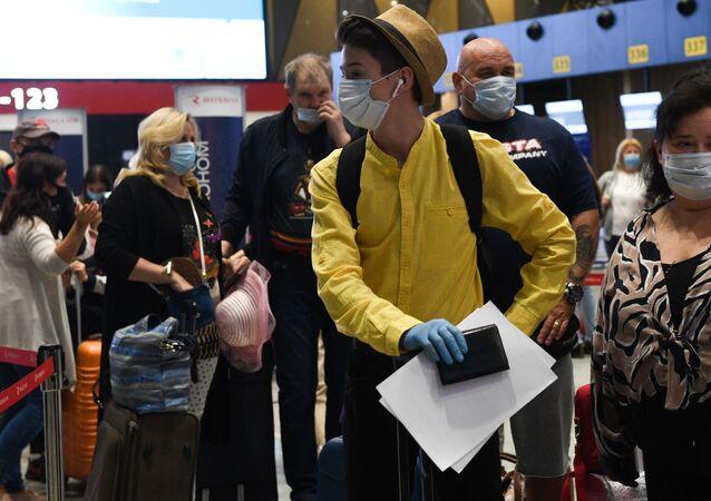 Rusya - Moskova- Aleksandr Sergeyeviç Puşkin Uluslararası Havalimanı - maske
