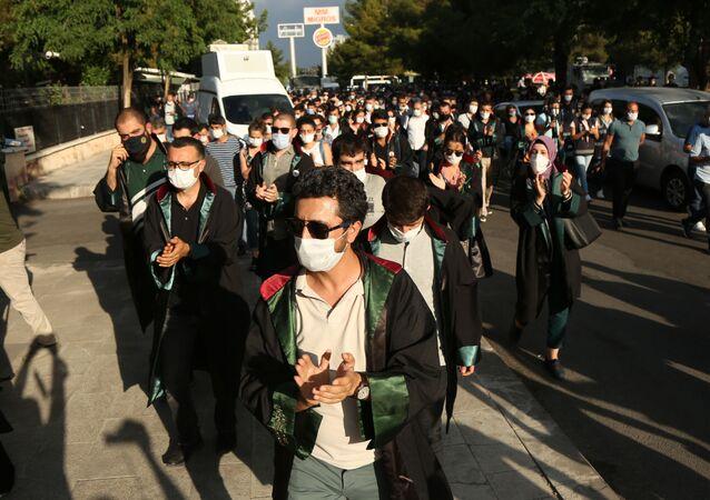 Diyarbakır'da, avukatlardan çoklu Baro protestosu: 'Bütün avukatların onur mücadelesidir'
