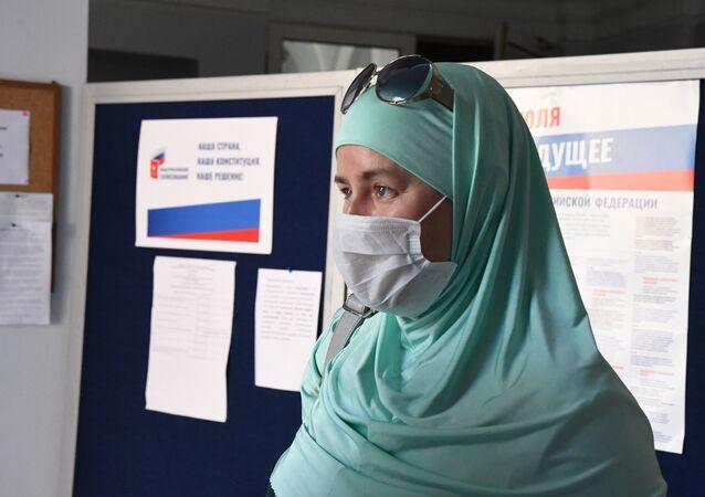 İstanbul'da oy kullanan Rusya vatandaşları-Yekaterina