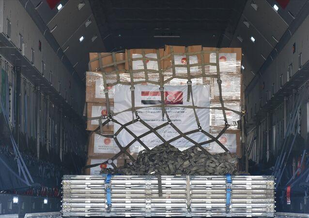 Cumhurbaşkanı Recep Tayyip Erdoğan'ın talimatıyla yeni tip koronavirüsle (Kovid-19) mücadeleye destek kapsamında Türkiye'den Irak'a gönderilen tıbbi yardım malzemesi Kerkük kentine ulaştı. Türk yardım uçağı Uluslararası Kerkük Havalimanı'na iniş yaptı. Gönderilen sağlık yardım malzemeleri, Kerkük Sağlık Müdürlüğüne teslim edildi.