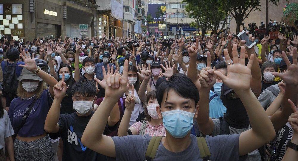 İngiltere'den Hong Konglulara vatandaşlık yolu açıldı