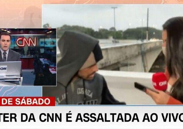 Brezilya'da CNN muhabiri canlı yayında soyuldu