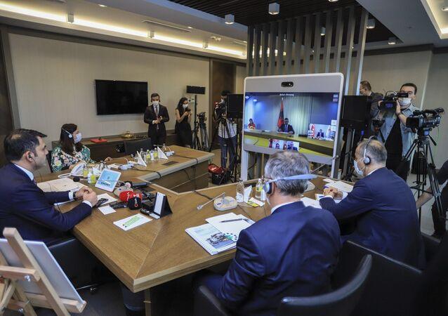 Türkiye ile Arnavutluk arasında Laç şehrine yapılacak olan 522 konut, 37 ticari ünite ile 375 araçlık kapalı otoparkın inşaat çalışmalarını kapsayan bir mutabakat imzalandı.