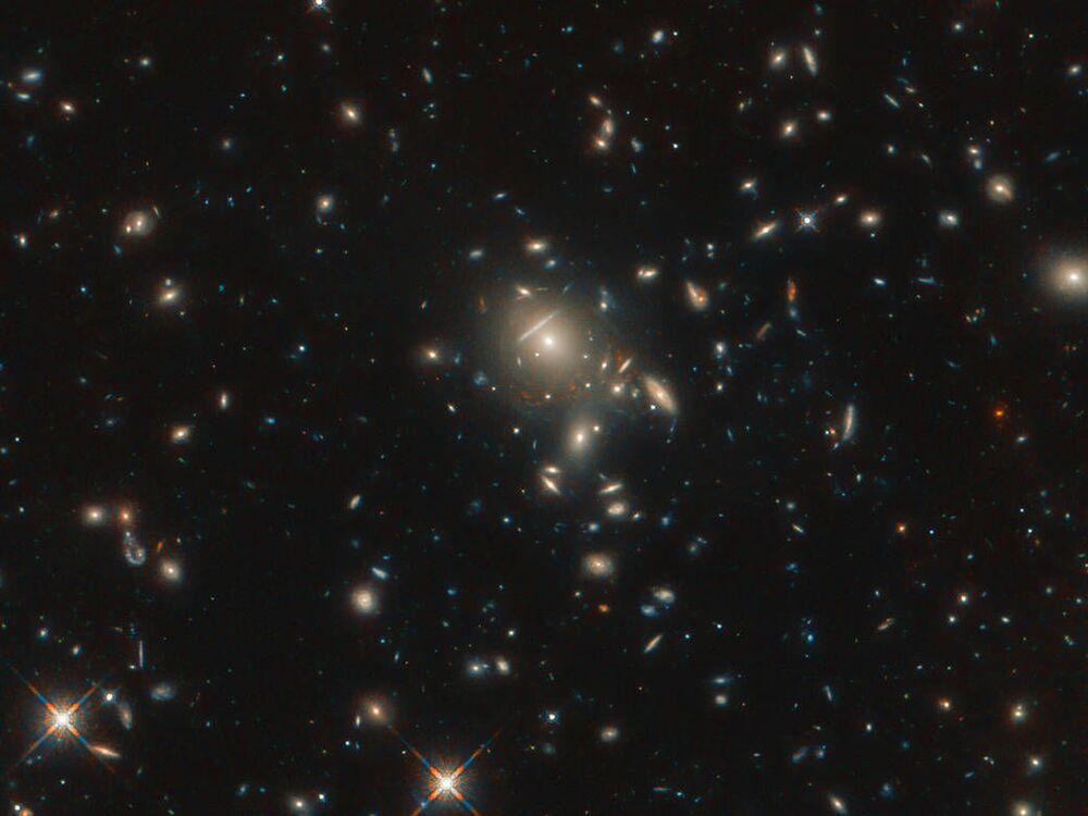 Hubble Uzay Teleskobu tarafından görüntülenen galaksiler