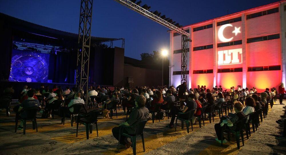 Devlet Tiyatroları, açık havada 'perde' dedi