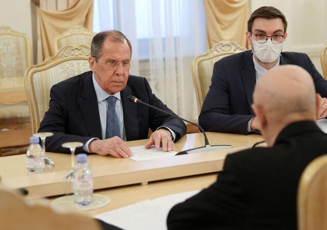 Libya Ulusal Ordusu Komutanı Halife Hafter'i destekleyen Tobruk'taki Temsilciler Meclisi'nin Başkanı Akile Salih'le bir araya gelen Rusya Dışişleri Bakanı Sergey Lavrov